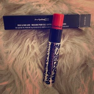 MAC Bold Bad & Black Mascsra